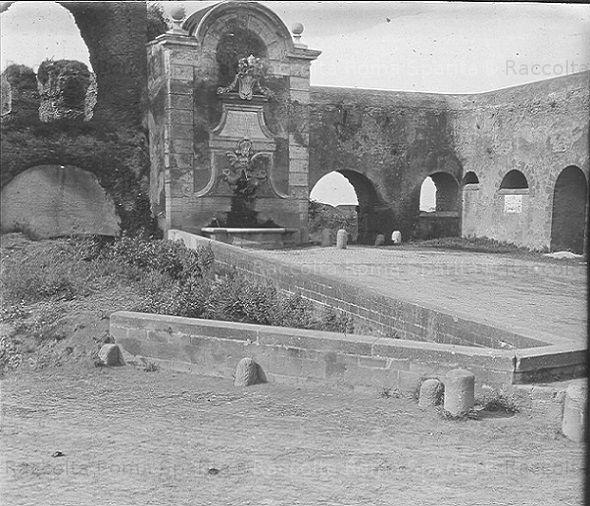 Foto storiche di Roma - Fontana di Clemente XII a Porta Furba Anno: 1910 ca.