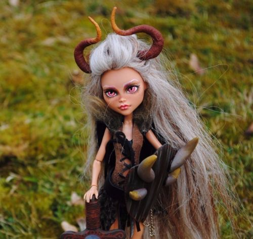 Monster-High-OOAK-Tochter-eines-Viking-Doll-Repaint-cleo-de-nile