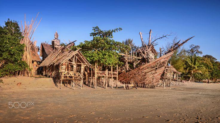 Hippy bar - Tree house Hippy bar on Thailand beach  #Thailand #hippybar #kohphayam #thailand #island #beach #tropical #treehouse #AoKhaoKwai #buffalobay