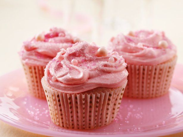 Tiny bubbles. Beautiful cupcakes. Super easy! Pink Champagne Cupcakes