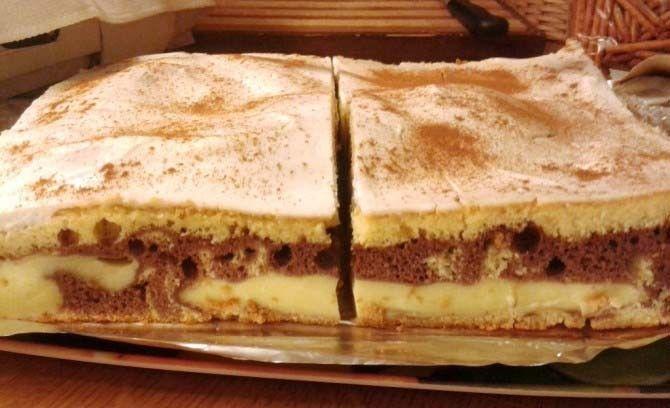 Božská chuť skořice! Vynikající koláč se zakysanou smetanou, který zmizí z plechu za neuvěřitelně rychlý čas.