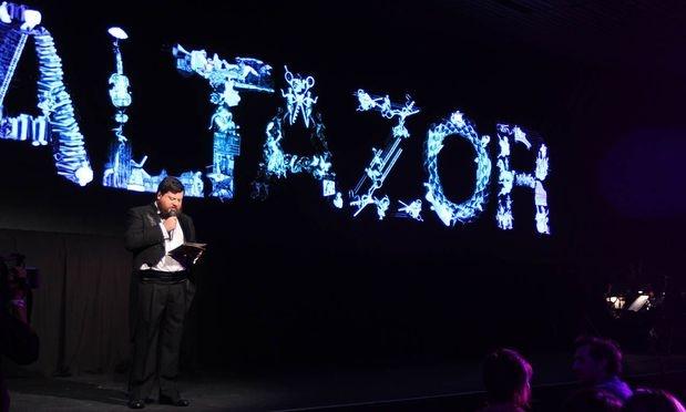 El actor y ilustrador Rodrigo Salinas fue el encargado de presentar a los ganadores y animar esta noche de premiación.