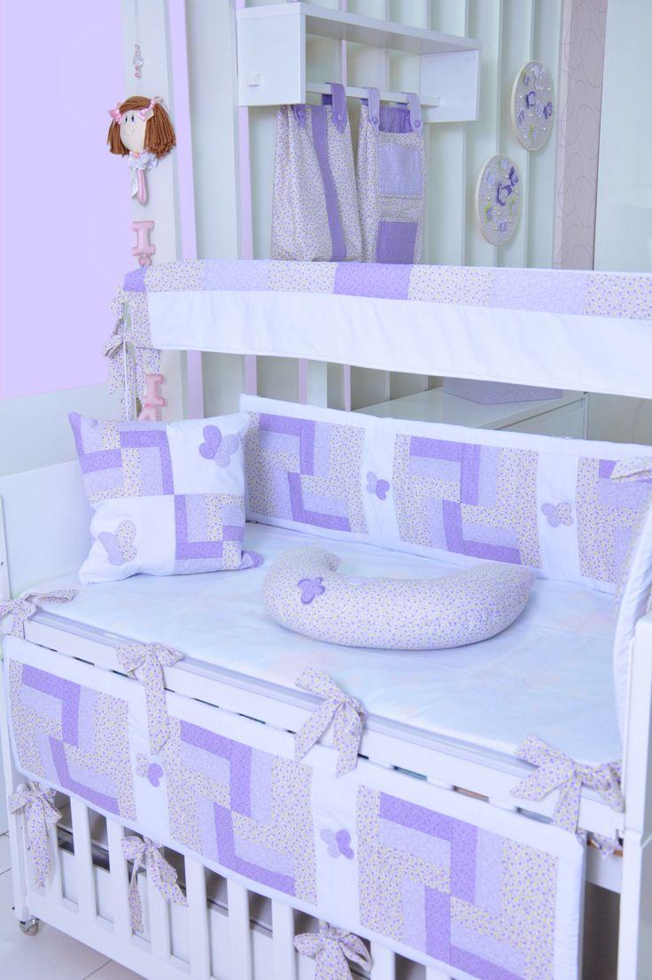 Kit berço Butterfly: almofada amamentação, manta, abajur, porta-treco, 3 caixas decoradas e 2 quadros.
