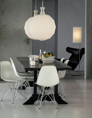LE  KLINT 101XL. The Fruit Lantern - Timeless pendant in classic design. Design: Kaare Klint.