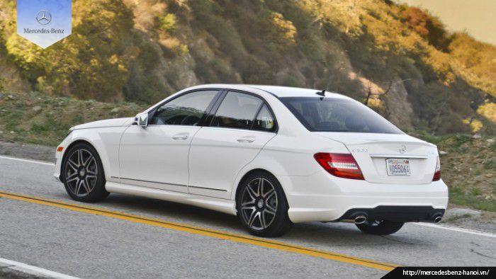 Mercedes E300 chính là đứa con cưng của Mercedes- Benz vừa mới được tung ra thị trường. Cùng với việc sở hữu mức giá trên 3 tỷ đồng, vậy chiếc xe này có đán