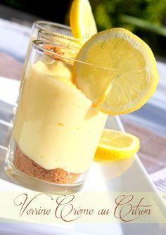 Un dessert verrine de crème au citron spéculoos. il s'agit d'une crème pâtissière à laquelle je mélange du philadelphia. Le fond est une base de spéculoos