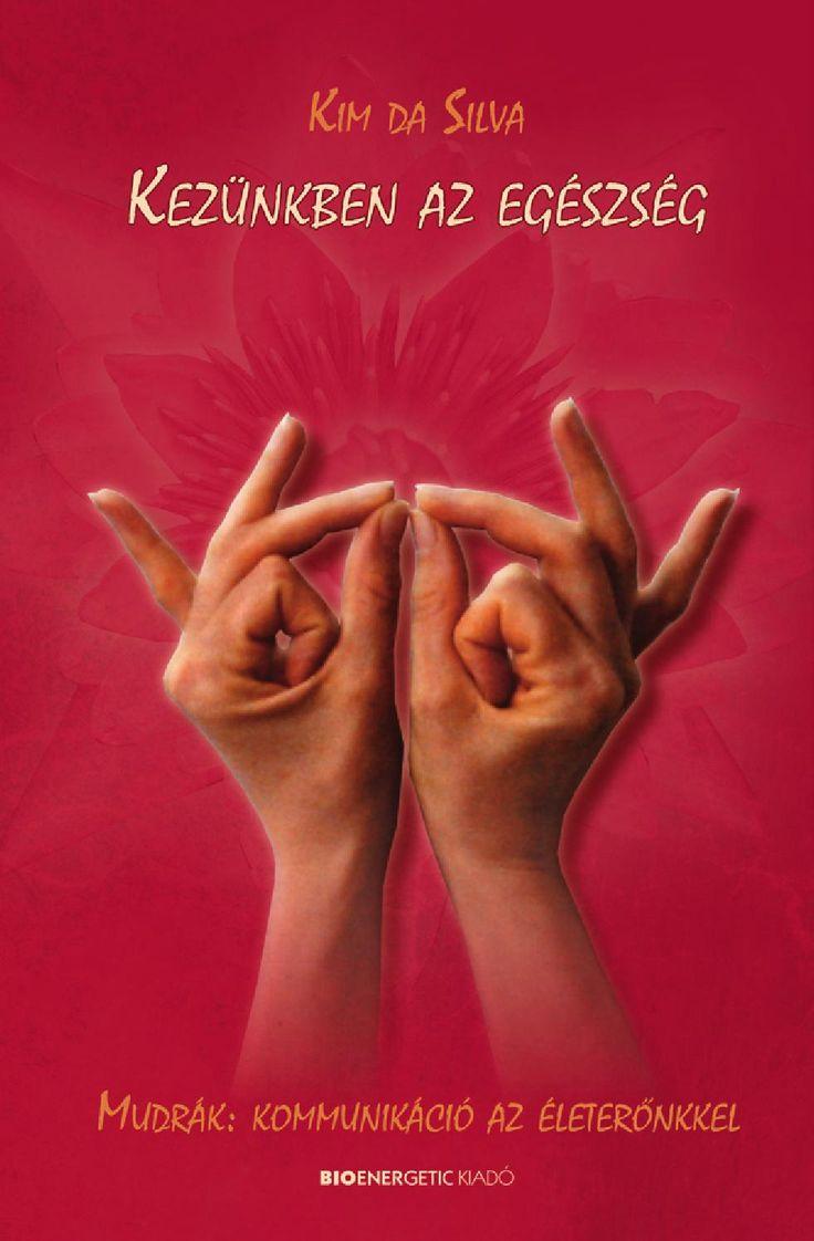 Kim da Silva: Kezünkben az egészség  Webáruház: http://bioenergetic.hu/konyvek/kim-da-silva-kezunkben-az-egeszseg Facebook: https://www.facebook.com/Bioenergetickiado Kezünkről általában viszonylag keveset tudunk, pedig a kezek életerőnk jelzői, az ujjak mozgékonysága testünk rugalmasságát tükrözi. Az indiai gyógyászatban az ujjtartásokat, az ún. mudrákat az energetikai, fizikai és pszichikai egyensúly megteremtésére használják. Segítségükkel szó szerint saját kezünkbe vehetjük ...