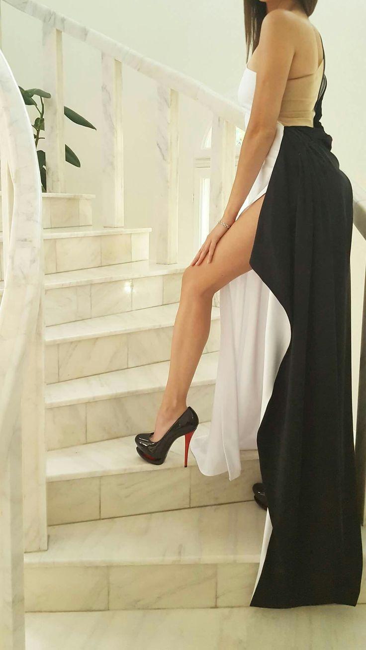 Rochie lunga lycra Black&White ...si pentru ca ne pregatim de weekend, v-am pregatit o frumoasa tinuta cu un design indraznet, ideala pentru o seara de neuitat. Distractie placuta si un weekend minunat sa aveti! Echipa Baroque Fashion & Yna Fashion Taguri: #fashion #moda #cocktail #night #club #party #weekend