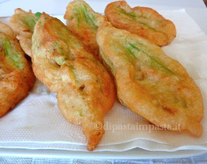 Di pasta impasta: Fiori di zucca fritti ripieni alla romana