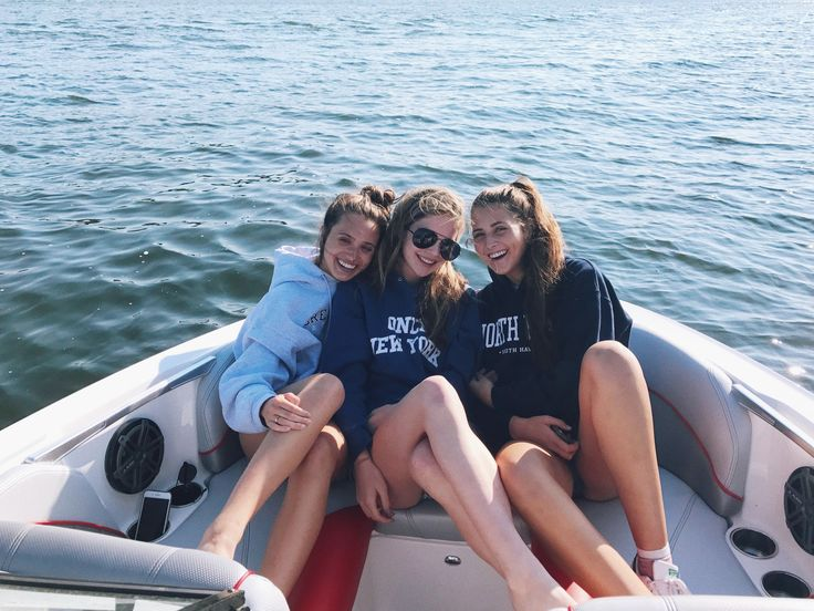 boat day with my best friends! my pic! instagram: hannah_meloche pinterest: hannahmeloche