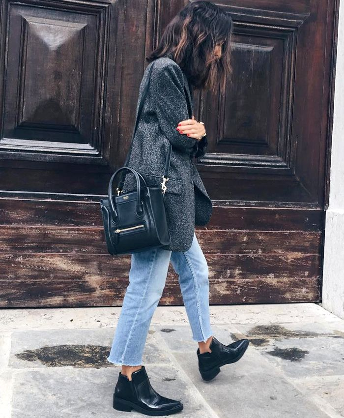 Blazer long gris chiné + jean droit coupé court + low boots = le bon mix (instagram Débora Rosa)