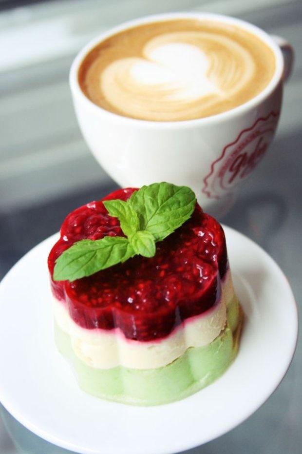 Klubokawiarnia Owoce i Warzywa / Traugutta 9. Nazwa deseru: Rzymskie Wakacje i cappuccino