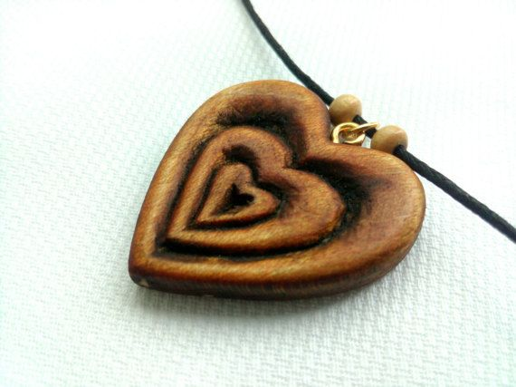 Heart Pendant Heart Necklace Wood Jewelry Carved Wood di Woodzard #woodcarving #handmade #etsy #etsystore #jewelry #necklace #pendant #love #heart