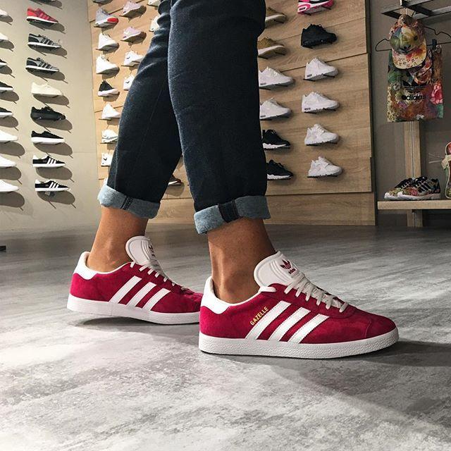 WEBSTA @ fom_vigo - Completa tu outfit con un poco de color.  #adidasoriginals #gazelle #retro #outfit #colors #zapas #sneaker #fom_vigo #vigomola #vigo #marte #mecunde