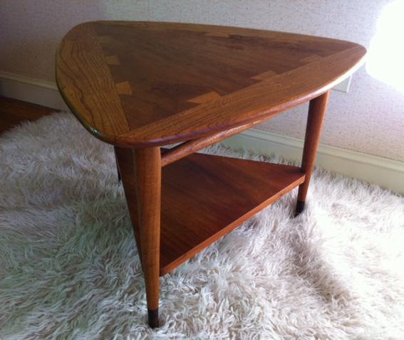 "Lane Furniture 1960´s ""Guitar Pick"" end table"