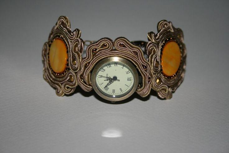 Χειροποίητο ρολόι-βραχιόλι με σουτάζ. Handmade watch bracelet with soutache