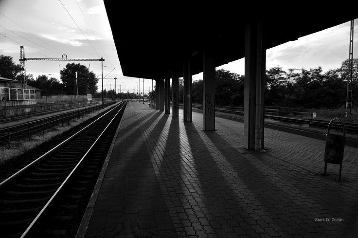 Naplemente az állomáson.