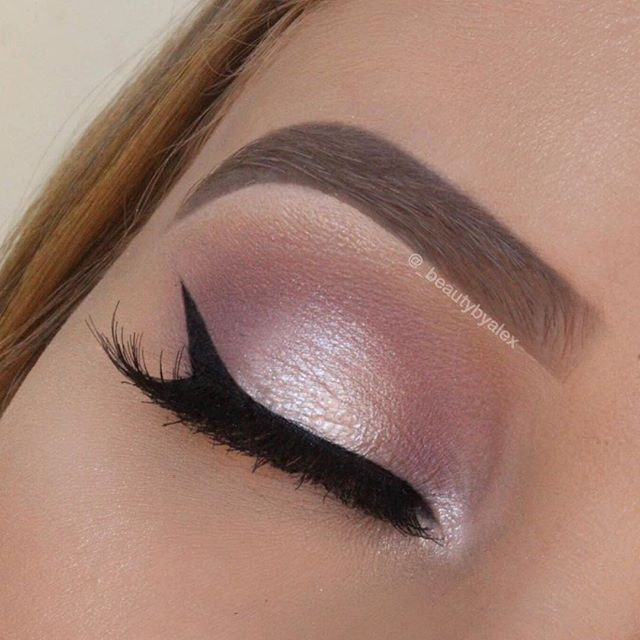 Another one Using @anastasiabeverlyhills modern Renaissance palette! I am so excited to get my hands on the master palette Crease: warn taupe Inner and outer lid: buon fresco Mid lid and tear duct: vermeer Lashes: @houseoflashes spellbound Brows: @anastasiabeverlyhills dipbrow in blonde and brow powder in taupe