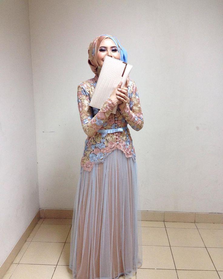 Very camera shy . . . . . . . . #girl #not #wedding #crush #sisterhood #happy #face #and #tummy #hijab #hijup #hijabstyle #hijabfashion by belleaisa_