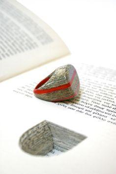 Joyas hechas con páginas de libros antiguos - Jeremy May