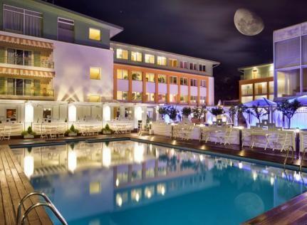 Hotel Bryza Resort & SPA położony przy samej plaży w nadmorskim kurorcie Jurata to harmonijne połączenie fenomenu nadmorskiego krajobrazu z nowoczesnym SPA oraz holistyczną dbałością o aurę relaksu i odprężenia. To pełne uroku miejsce o cenionej marce, stwarza idealne warunki na rodzinny wypoczynek, romantyczny weekend oraz ekskluzywne spotkanie firmowe.