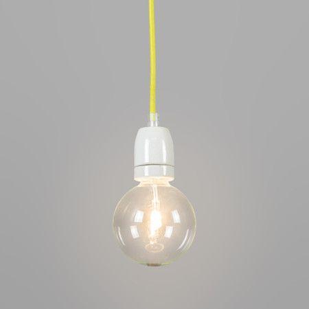 Hanglamp Cavo geel - Helemaal de trend van nu. Super minimalistisch maar toch door het gebruik van mooie materialen als porselein voor de fitting en textiel voor de kabel een fraai en opvallend design. Geschikt voor vele verschillende lichtbronnen en ook erg leuk door in herhaling te plaatsen of met meerdere kleuren bij elkaar.