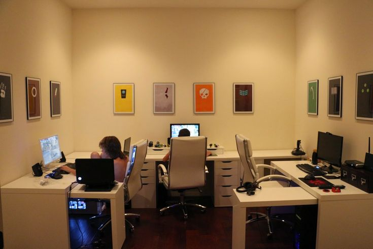 Computer room gamer room design minimalist video game posters white modern office ikea - Bureau gamer ikea ...