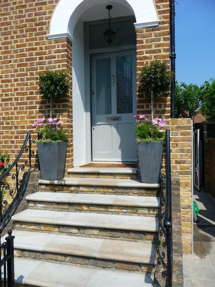 best 25 front door planters ideas on pinterest front porch planters front door plants and. Black Bedroom Furniture Sets. Home Design Ideas