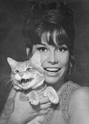 Mary Tyler Moore with smiling cat - well psycho cat!