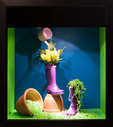 (A través de CASA REINAL) >>>>  Colour Window Display 2014, Visual Merchandising Arts at Seneca's School of Fashion.