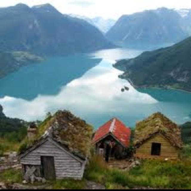 Norsk fjord og naust