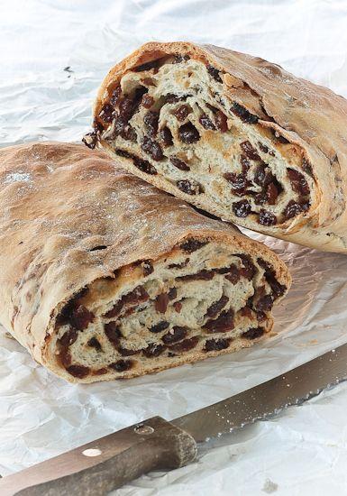 Altra cosa abbastanza introvabile, il pane con l'uva. E altra robina tipicamente lombarda. Sto infatti parlando del pane+uvetta passa e non della brioscina con l'uva, del pane condito con solitarie sultanine, del simil plumcake farcito o di manufatti soffici con l'uvetta. Il pane con l'uva è un semplice impasto per pane (beh, semplice si fa [...]