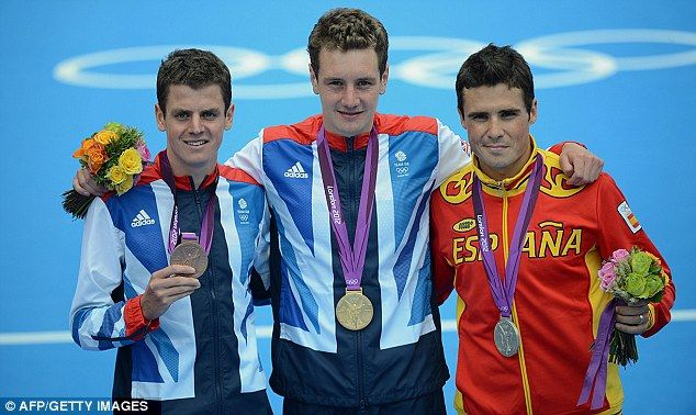 Brownlee boys: Jonny (left) and Alistair with Spaniard Javier Gomez and their triathlon medals
