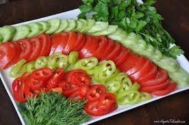 Kahvaltılık domates tabağı sunumu