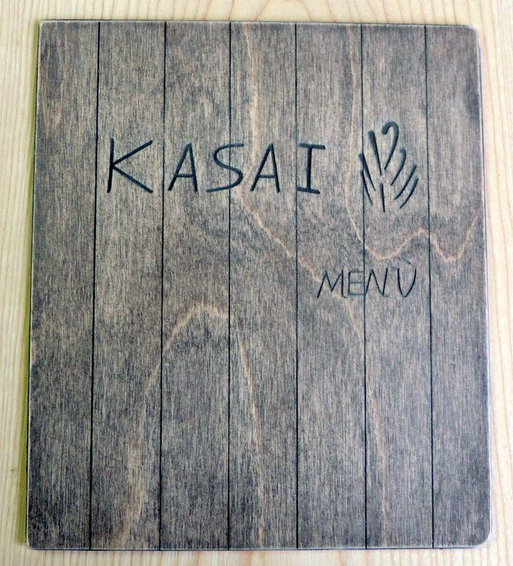 Portamenu quadrato in legno di betulla. Personalizzabile su richiesta del cliente. Formato 23x23 cm