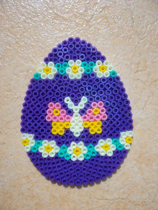 Easter egg hama perler beads by Nath Hour http://www.creactivites.com/234-plaques-perles-a-repasser-midi-hama