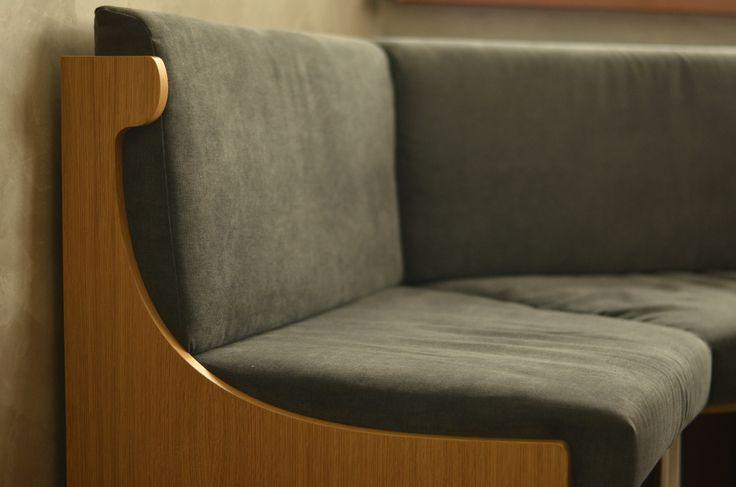 Да, мы уже давно производим мебель с мягкими элементами: кровати с мягкой спинкой (каретная стяжка), мебель в холл с мягкими элементами.. В данном случае - #уголок. Боковины - #шпон. Все контакты в нашем аккаунте ☝️ ----------------------------------------------------- #БелыйКУБ #whitecubekz #мебельное_ателье_Белый_КУБ #мебель #корпуснаямебель #мебельАлматы #мебельназаказ #мебельназаказвАлматы #мебельноепроизводство #мебель_на_заказ #мебельподзаказ #мебельвАлматы #кухни #кухня #кухниназаказ…