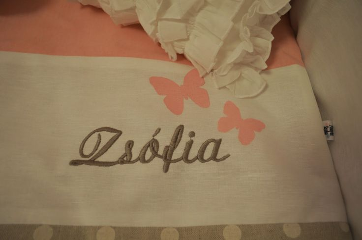 The room's little owner's name. / A szoba kis tulajdonosának neve