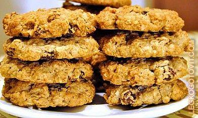 Овсяное печенье с орехами, изюмом и шоколадом