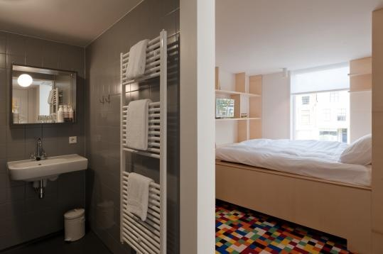 Another picture of the great Mary K Hotel in Utrecht. Check out this great design of bathroom and bedroom! http://coolrooms.nl/trendy-hotels/mary-k-hotel