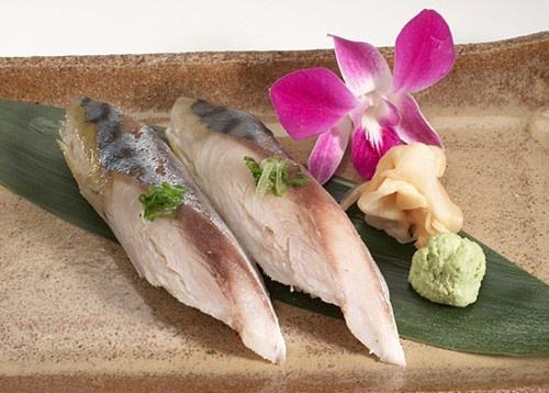 Shime saba mackerel very tasty oily fish sushi for Frozen fish for sushi