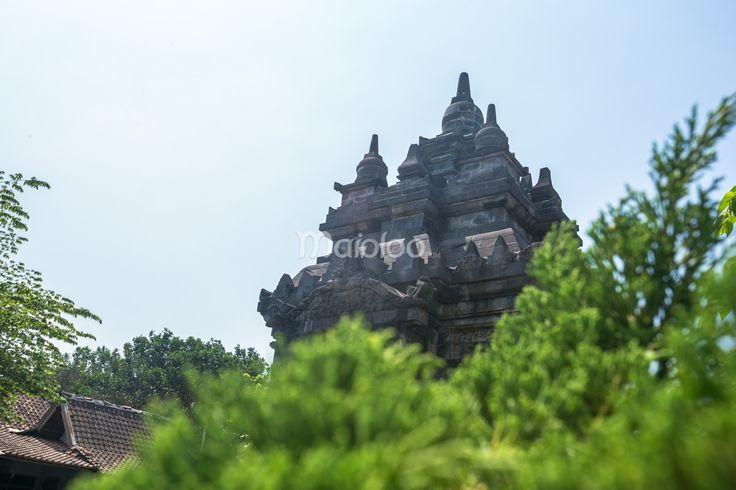 Candi Pawon terletak di Desa Borobudur, Kecamatan Borobudur, Kabupaten Magelang, Provinsi Jawa Tengah dan selesai di pugar pada tahun 1904. (Benedictus Oktaviantoro/Maioloo.com)
