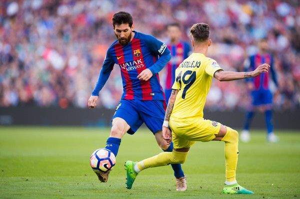 Lionel Messi of FC Barcelona dribbles Samu Castillejo of Villarreal CF during the La Liga match between FC Barcelona and Villarreal CF at Camp Nou stadium on May 6, 2017 in Barcelona, Catalonia.