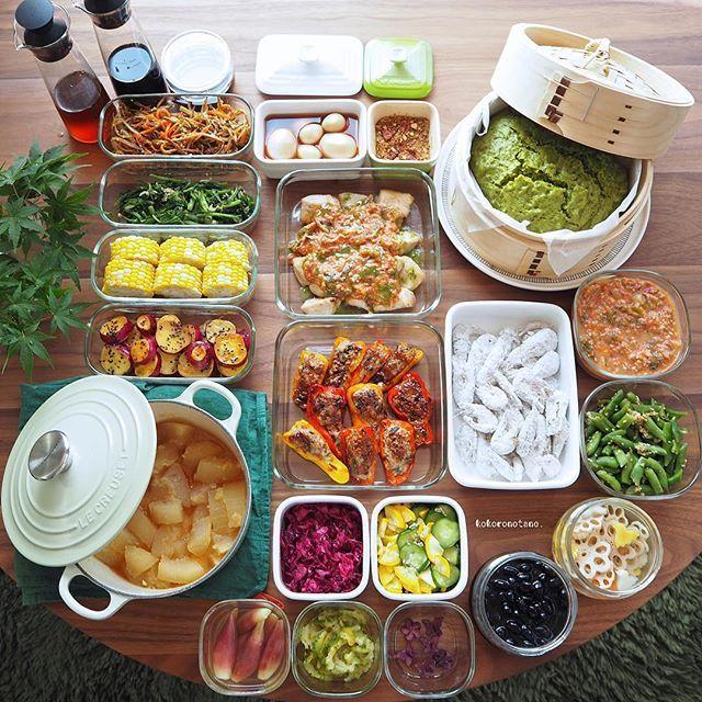 ❁.*⋆✧°.*⋆✧❁ 夏休みの作り置きおかずあれこれ。 ・ 日々の長男のお弁当&私と娘のおうち昼ごはん用です。 ランダムに娘のお弁当日もアリ。 (酢の物と冷凍物以外は2〜3日で食べ切りです) ・ 1.鶏むね肉のトマトバジルソース絡め 2.カラーピーマンの肉詰め 3.小えびの唐揚げ(下拵え・冷凍保存用) 4.さつま芋の蜂蜜バターソテー 5.人参と牛蒡のきんぴら 6.ほうれん草のお浸し 7.茹でとうもろこし 8.いんげんのごま味噌和え 9.ゴーヤのマーマレード和え 10.味玉(麺つゆ) 11.冬瓜の生姜煮 12.黒豆のあっさり煮 13.紫キャベツのマリネ 14.胡瓜とズッキーニのナムル 15.紫芋のグラッセ 16.れんこんと人参と大根の甘酢漬け(柚子風味) 17.みょうがの甘酢漬け 18.抹茶とごまの蒸しパン 19.自家製トマトクリームソース(冷凍保存用) 20.自家製しょうゆ麹 21.自家製麺つゆ 22.自家製白だし 23.自家製ふりかけ(梅・ナッツ) ・ 4.10.13.16.17.21.22.は 著書「のほほん曲げわっぱ弁当」にレシピ掲載 しています 。 ・…