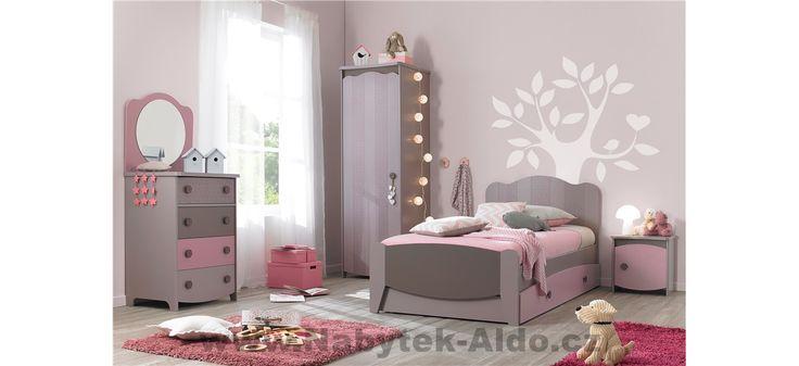 Dětský holčičí pokoj s nádechem barokního stylu