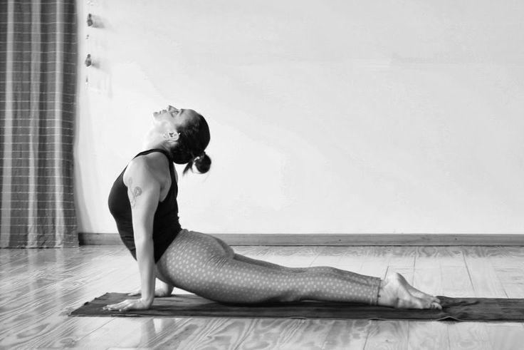 Ashtanga Yoga: Ritmo & Tradição A energia dissipada na indecisão é um desperdício, se pensarmos no quanto nos beneficiamos com a prática. E o que é pior, pelo caminho, vamos criando o samskara (impressão) da indecisão e da culpa, enquanto poderíamos estar construindo o samskara da prática como parte indispensável do nosso dia. Leia + www.ashtangayogafloripa.blogspot.com