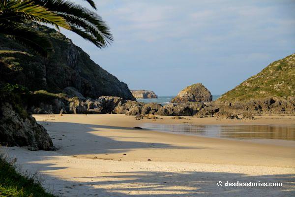 Playa de Barro #Llanes, Asturias. Spanish beaches [Más info] http://www.desdeasturias.com/playa-de-barro-llanes/