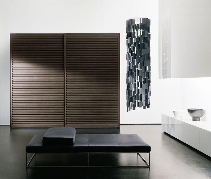 Amado wardrobe with sliding doors with solid wooden profiles covered with wenge'. Armadio Amado ad ante scorrevoli con profili orizzontali in massello rivestiti in wenge'.