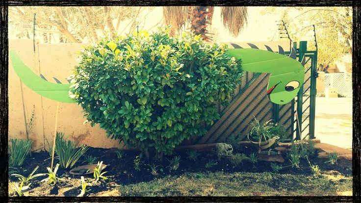 Dinosaur Party. A  DIY brontasauras bush.