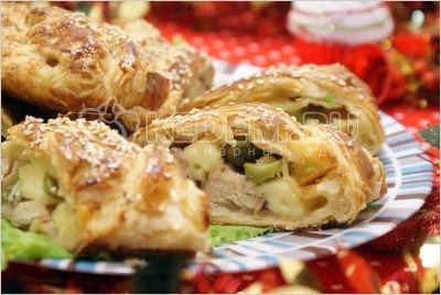 Рулет с курицей на Рождество. Пошаговый кулинарный рецепт с фотографиями приготовления рулета из слоеного теста с курицей на Рождество